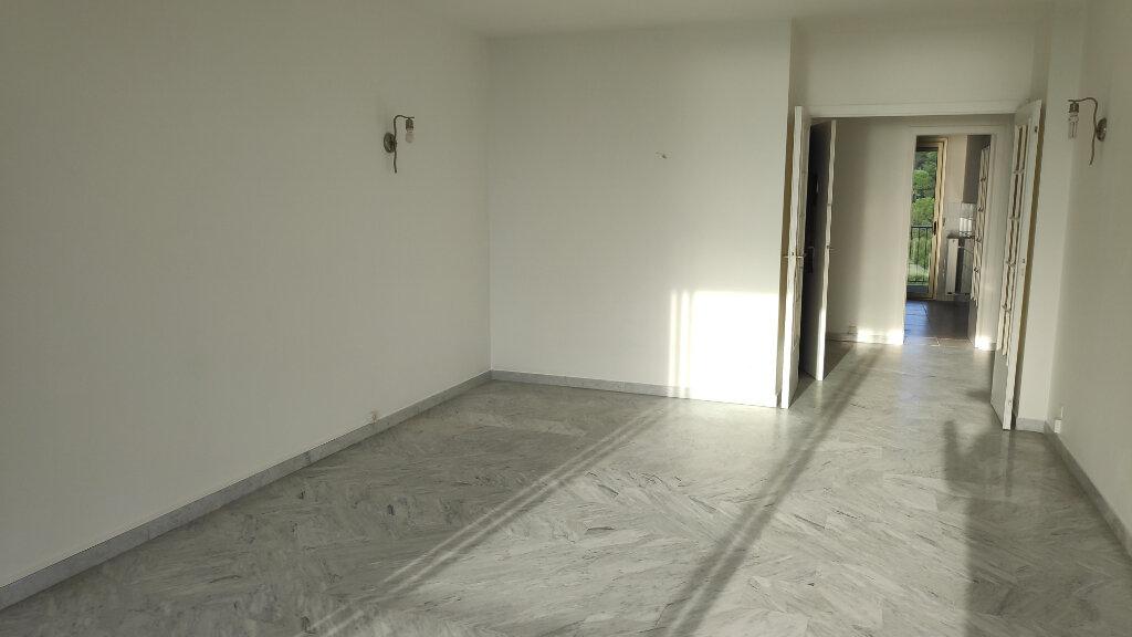 Appartement à louer 3 74m2 à Villeneuve-Loubet vignette-3