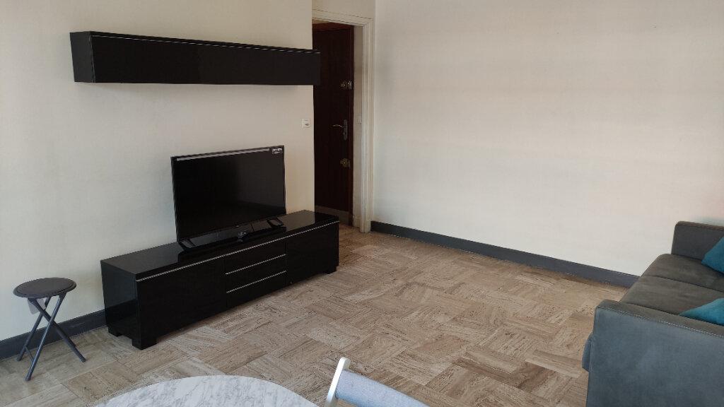 Appartement à louer 1 35m2 à Cagnes-sur-Mer vignette-2