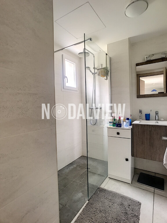 Appartement à vendre 3 77m2 à Saint-Laurent-du-Var vignette-9