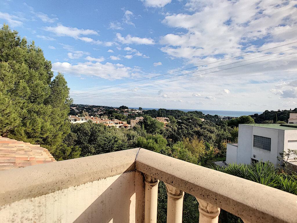 Maison à vendre 6 190m2 à Cagnes-sur-Mer vignette-3
