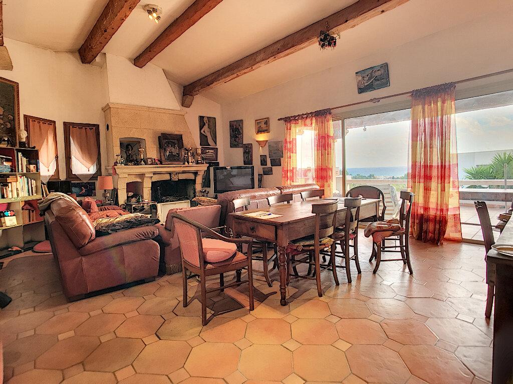 Maison à vendre 6 190m2 à Cagnes-sur-Mer vignette-5