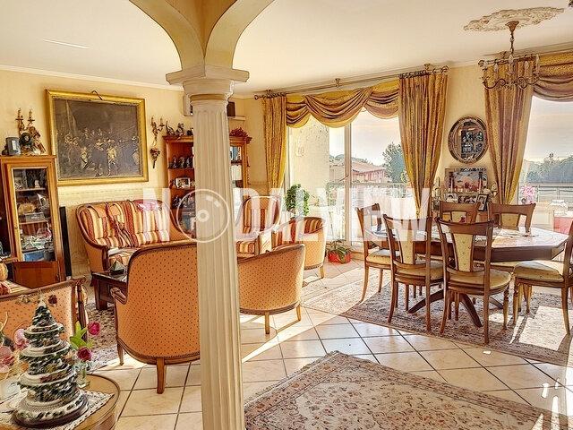 Appartement à vendre 4 109m2 à Fréjus vignette-3