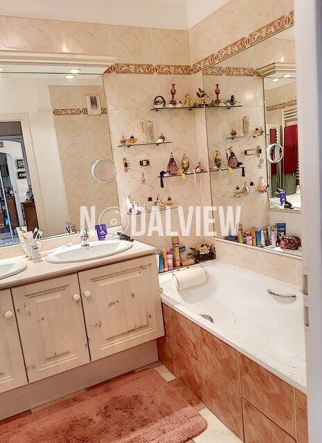 Appartement à vendre 4 109m2 à Fréjus vignette-8