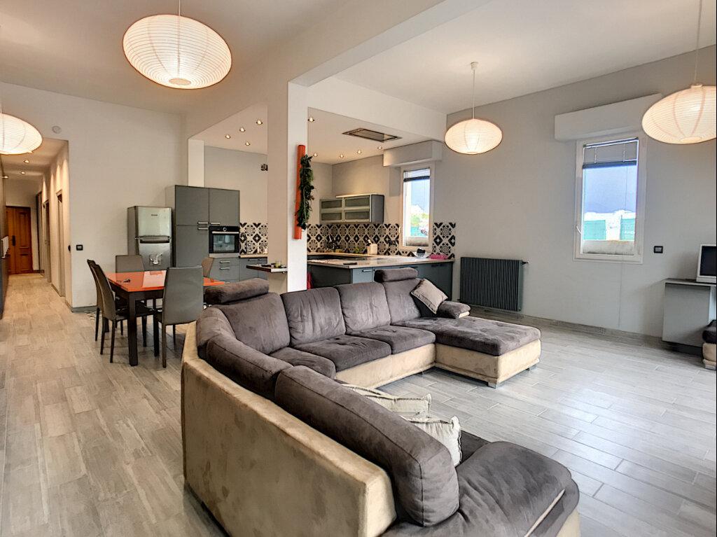Appartement à vendre 3 114m2 à Nice vignette-3