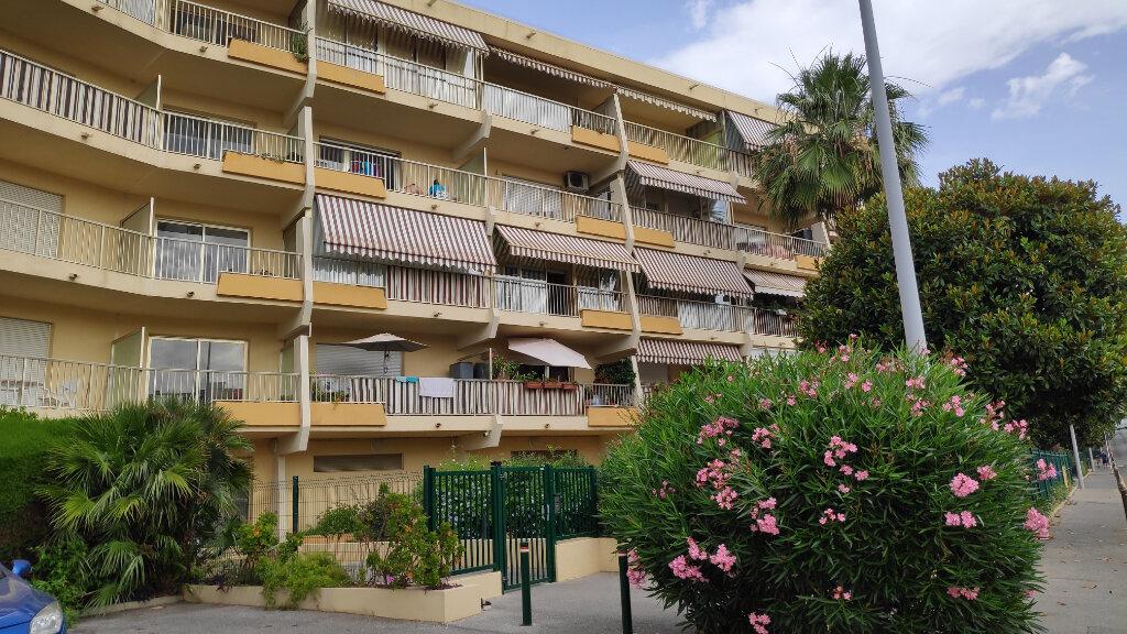 Appartement à louer 1 25m2 à Saint-Laurent-du-Var vignette-3