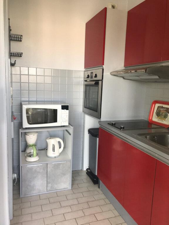 Appartement à louer 1 25m2 à Saint-Laurent-du-Var vignette-4