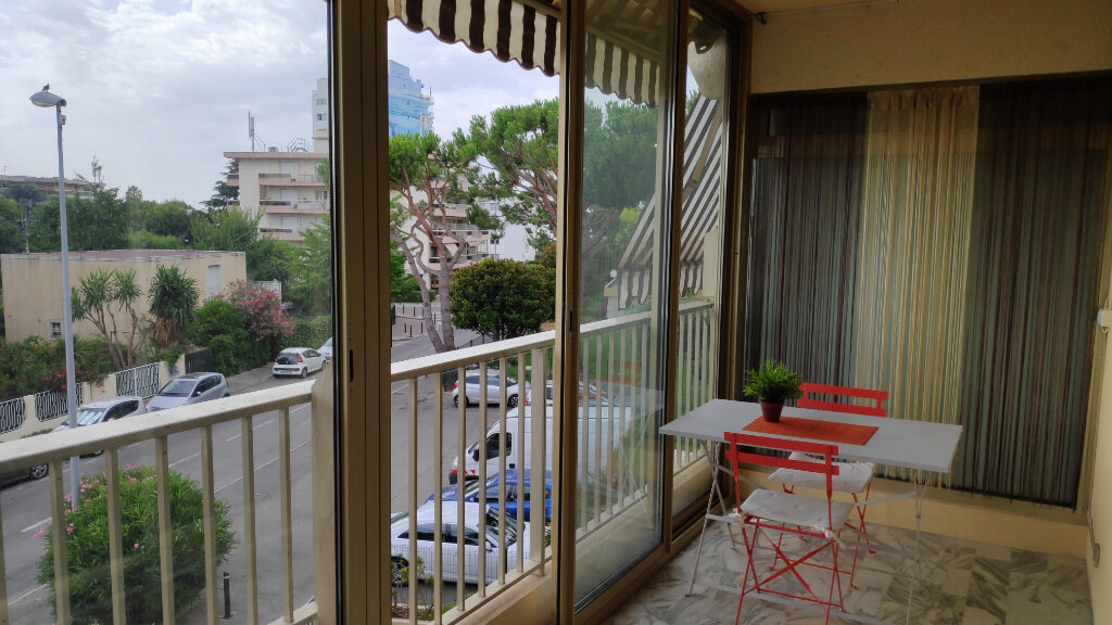 Appartement à louer 1 25m2 à Saint-Laurent-du-Var vignette-5