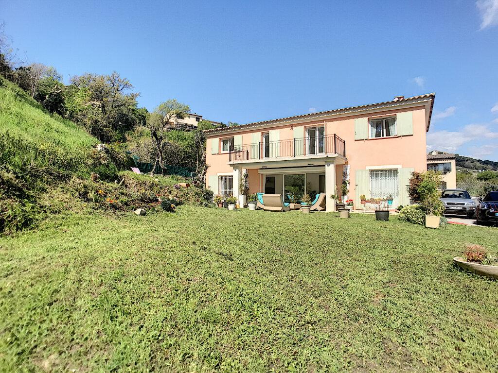 Maison à vendre 5 200m2 à Cagnes-sur-Mer vignette-1