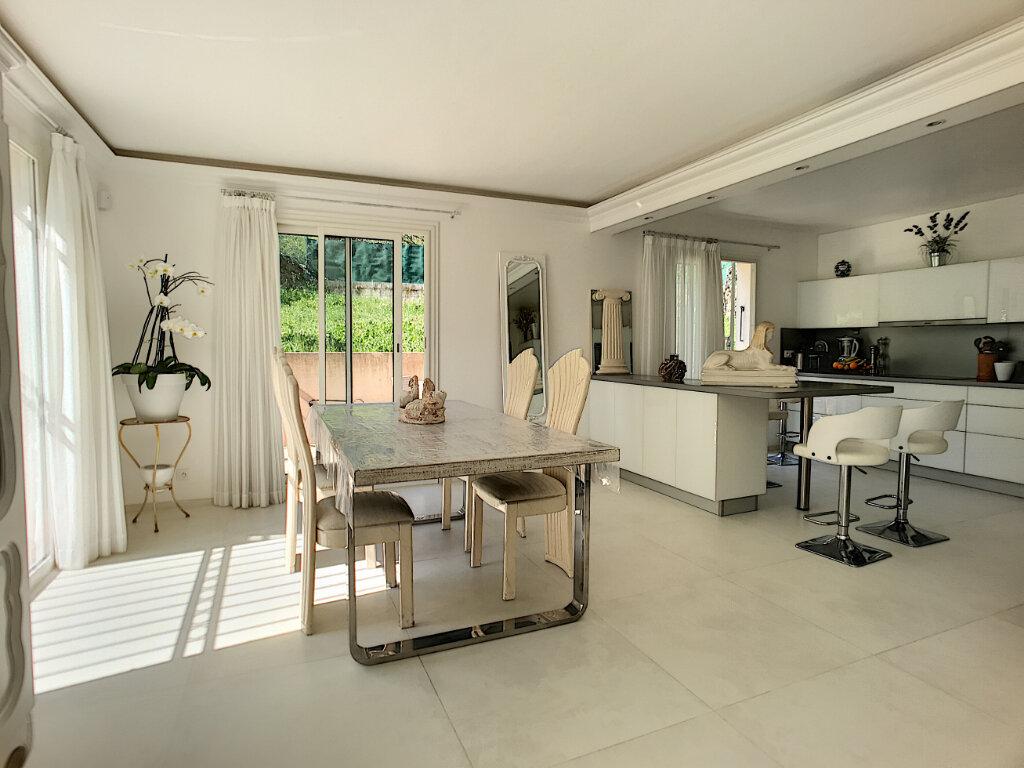 Maison à vendre 5 200m2 à Cagnes-sur-Mer vignette-4