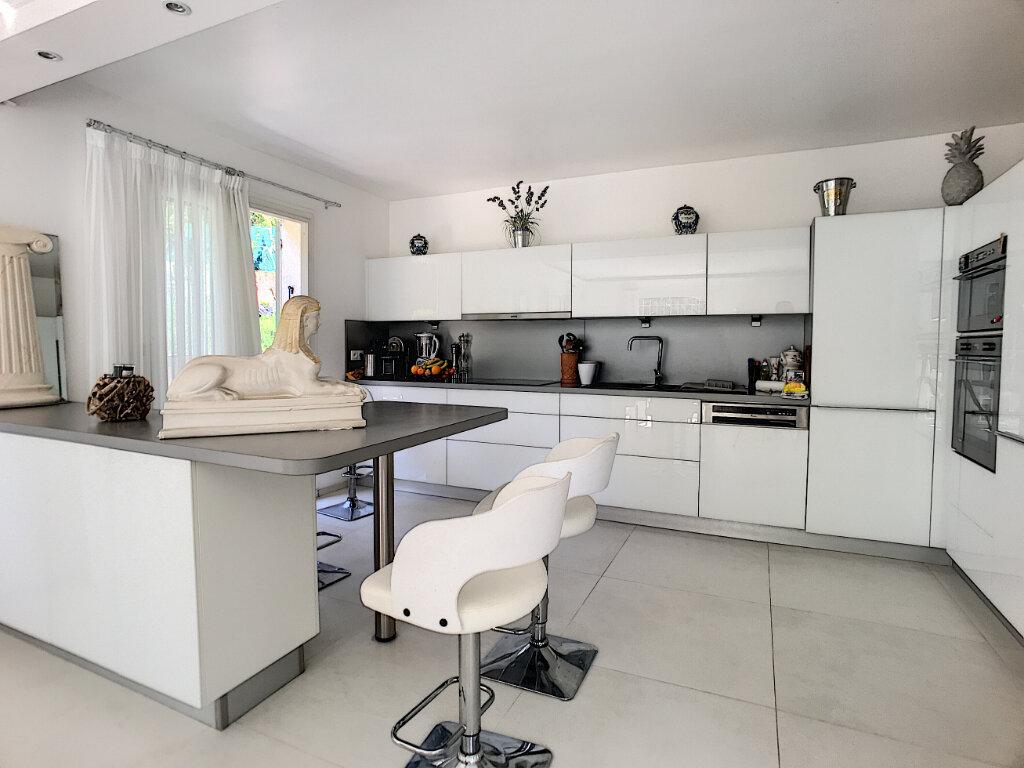 Maison à vendre 5 200m2 à Cagnes-sur-Mer vignette-5