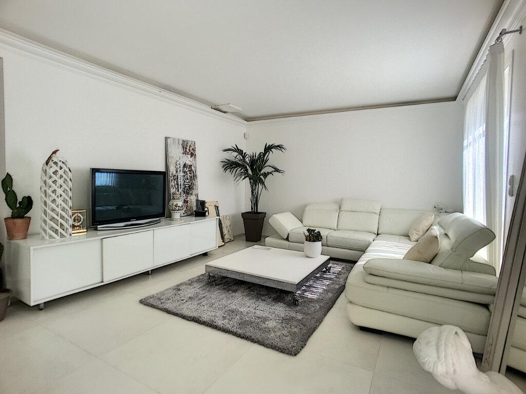 Maison à vendre 5 200m2 à Cagnes-sur-Mer vignette-6
