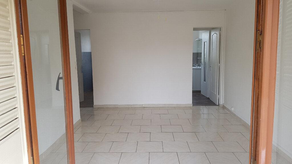 Appartement à louer 3 60m2 à Fréjus vignette-1