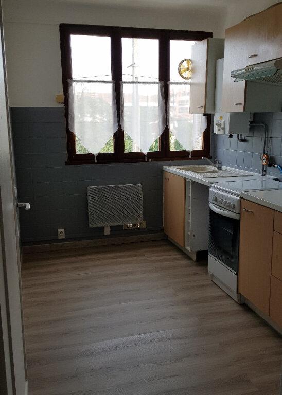 Appartement à louer 3 60m2 à Fréjus vignette-3