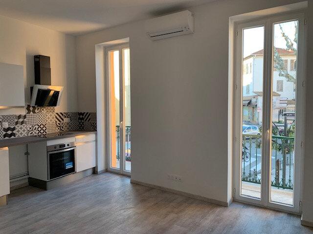 Appartement à louer 2 31m2 à Saint-Laurent-du-Var vignette-1