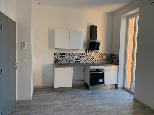 Appartement à louer 2 31m2 à Saint-Laurent-du-Var vignette-2