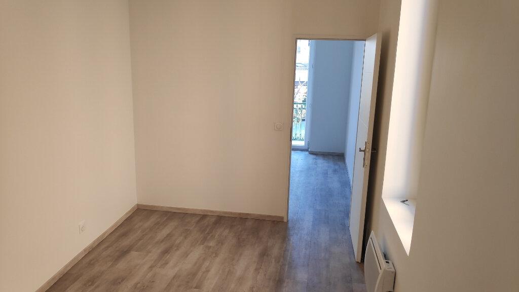 Appartement à louer 2 31m2 à Saint-Laurent-du-Var vignette-3