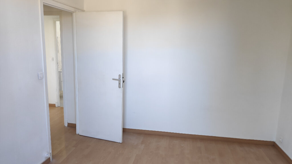 Appartement à louer 2 36m2 à Saint-Laurent-du-Var vignette-7