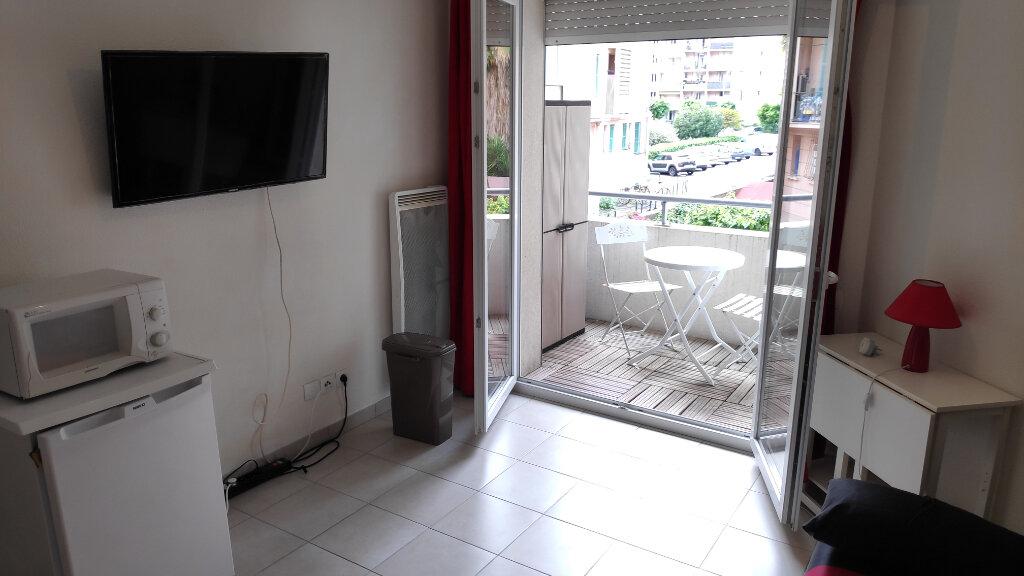 Appartement à louer 1 19m2 à Cagnes-sur-Mer vignette-1