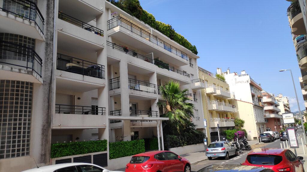 Appartement à louer 2 40m2 à Juan-les-Pins - Antibes vignette-1