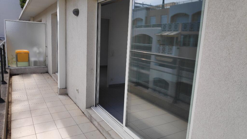 Appartement à louer 2 40m2 à Juan-les-Pins - Antibes vignette-4