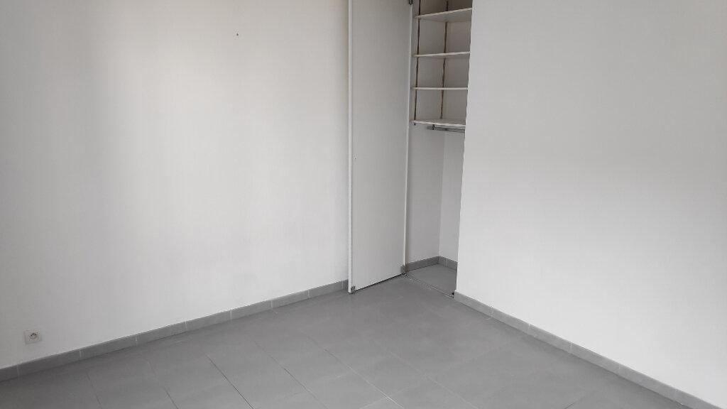Appartement à louer 2 40m2 à Juan-les-Pins - Antibes vignette-6