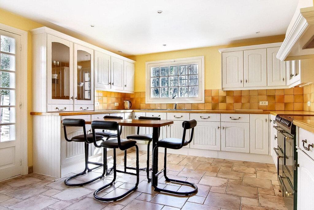 Maison à vendre 7 180m2 à Roquefort-les-Pins vignette-6