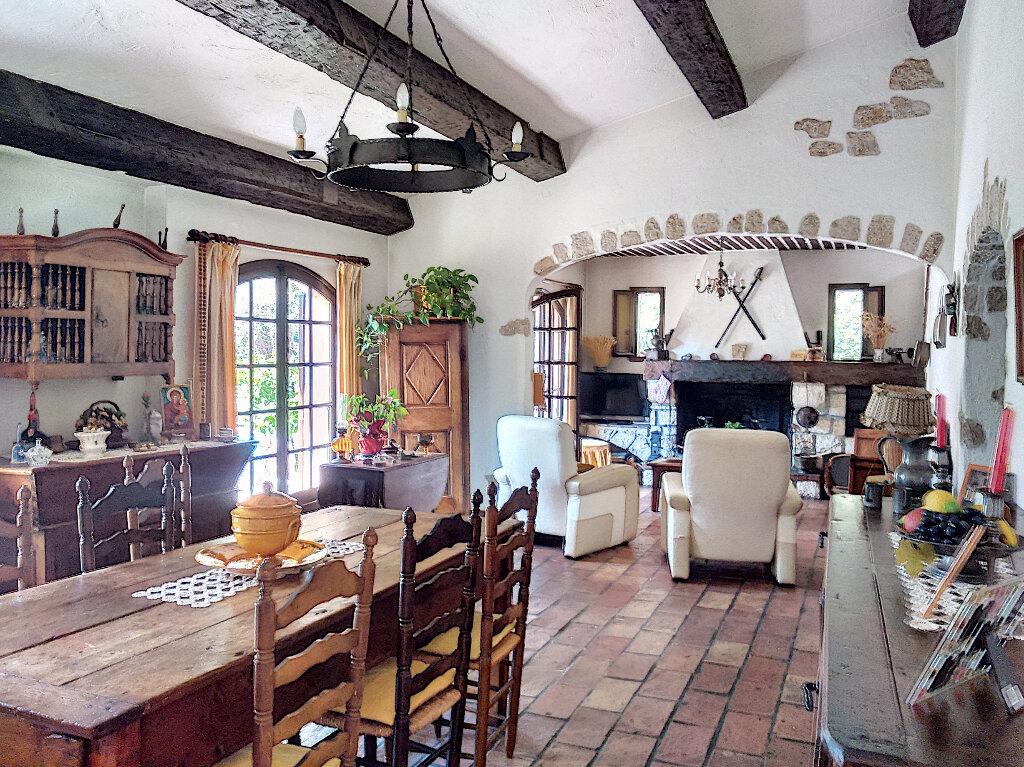 Maison à vendre 6 148m2 à Roquefort-les-Pins vignette-4