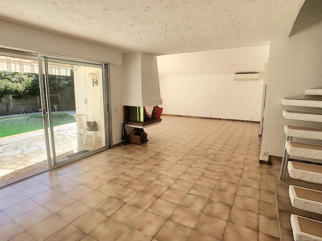 Maison à louer 4 140.33m2 à Roquefort-les-Pins vignette-3