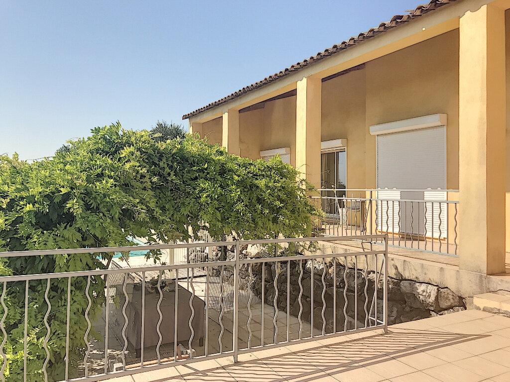 Maison à louer 8 219.42m2 à Le Rouret vignette-4