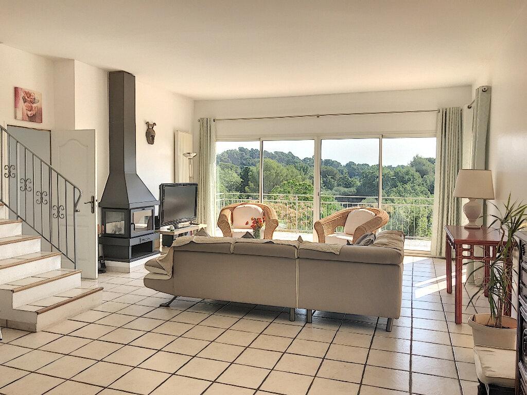 Maison à louer 8 219.42m2 à Le Rouret vignette-6