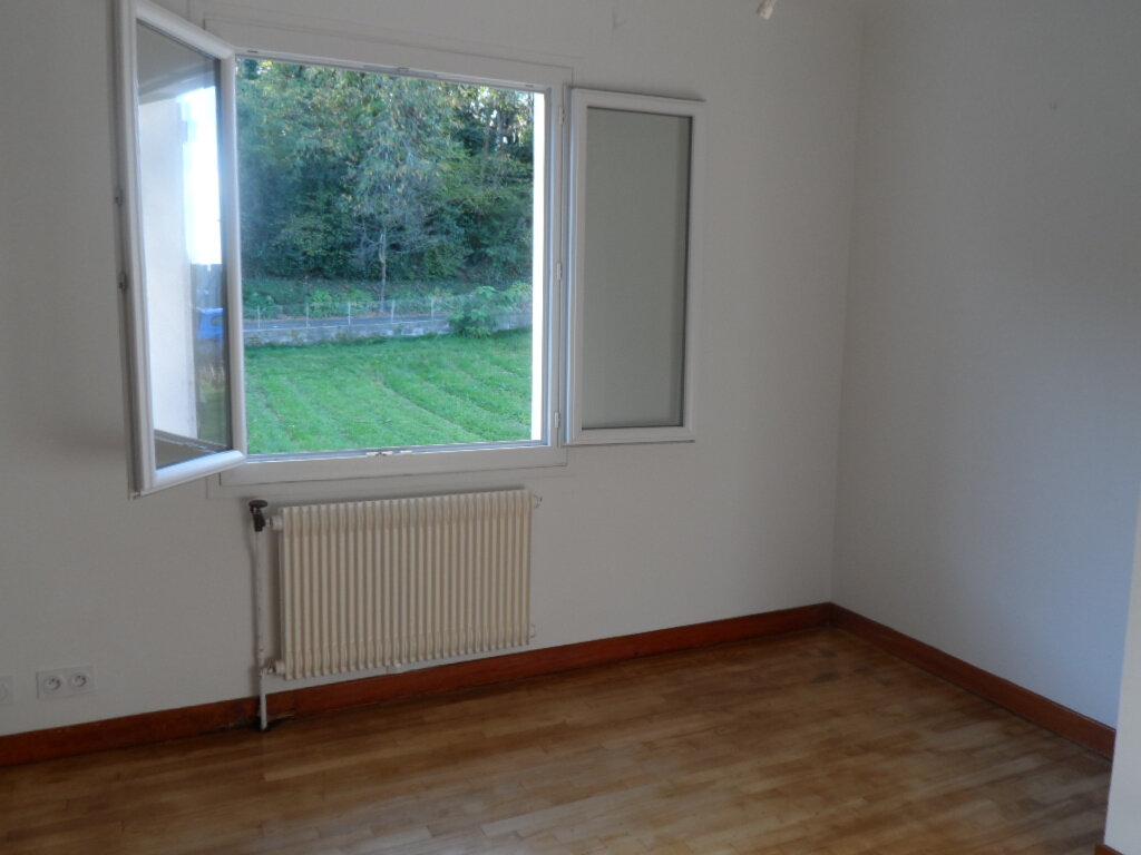 Maison à louer 3 158m2 à Cambo-les-Bains vignette-6