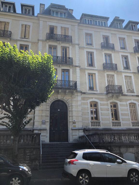 Appartement à louer 4 120m2 à Biarritz vignette-1