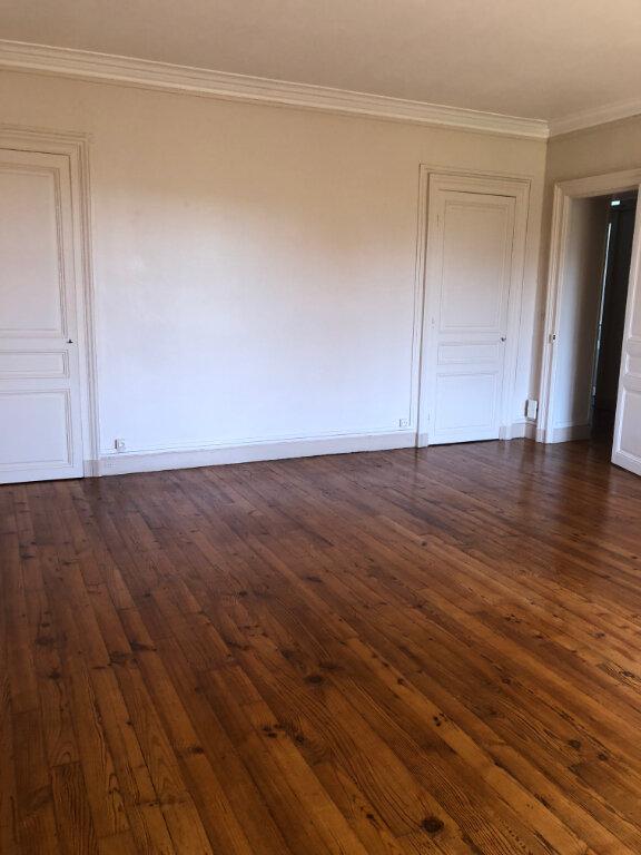 Appartement à louer 4 120m2 à Biarritz vignette-2