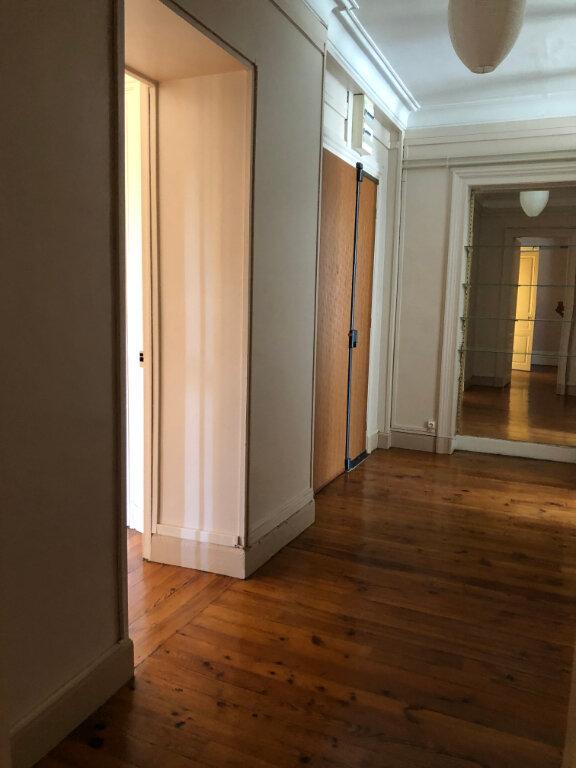 Appartement à louer 4 120m2 à Biarritz vignette-6