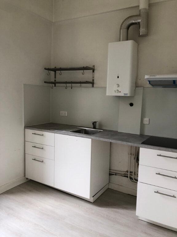 Appartement à louer 3 45m2 à Biarritz vignette-2