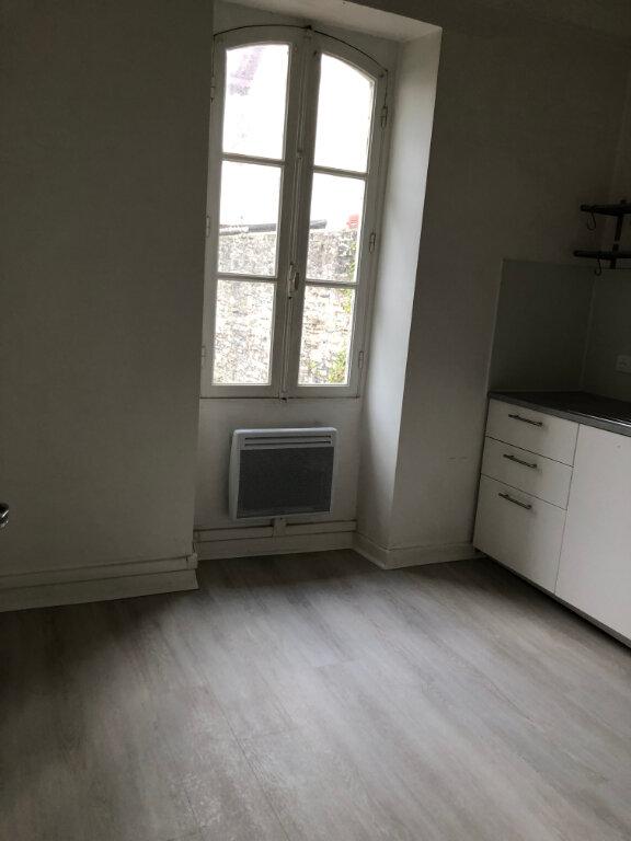 Appartement à louer 3 45m2 à Biarritz vignette-3