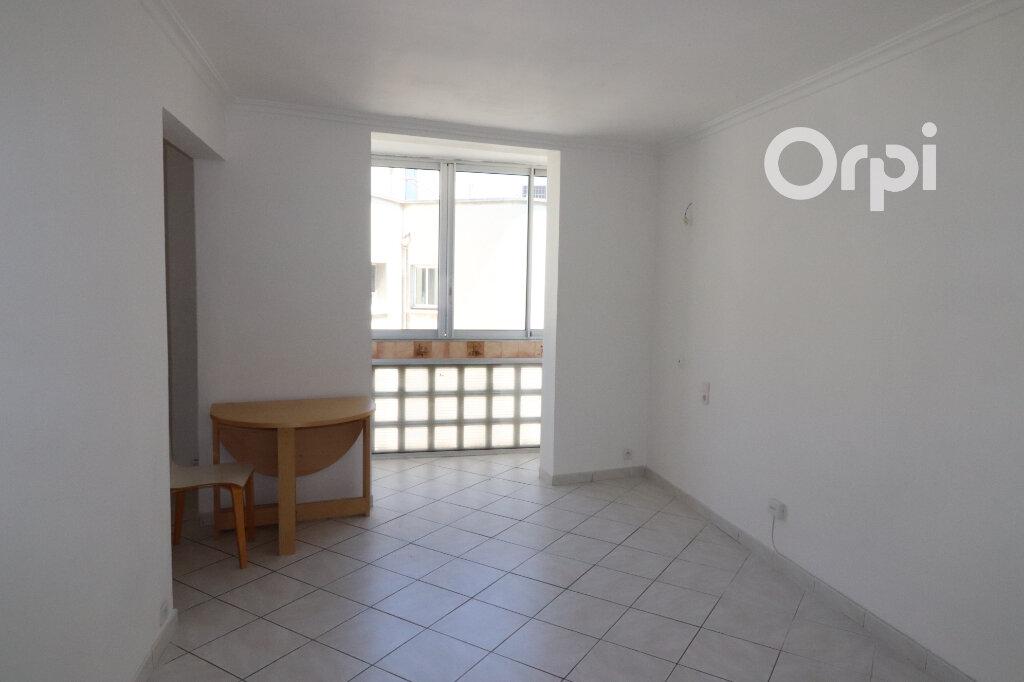 Appartement à vendre 3 55m2 à Aubagne vignette-1