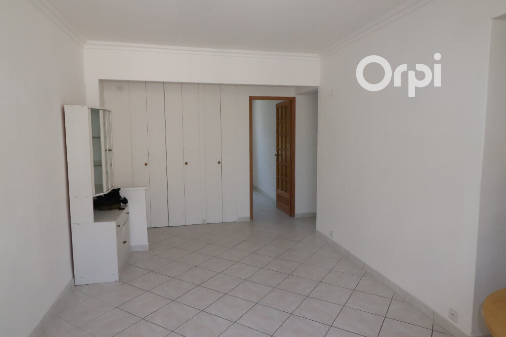 Appartement à vendre 3 55m2 à Aubagne vignette-3