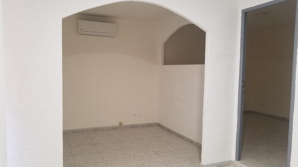Appartement à louer 2 33.3m2 à Marignane vignette-2