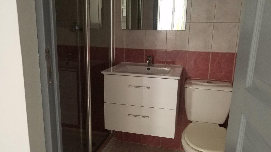 Appartement à louer 2 33.3m2 à Marignane vignette-3