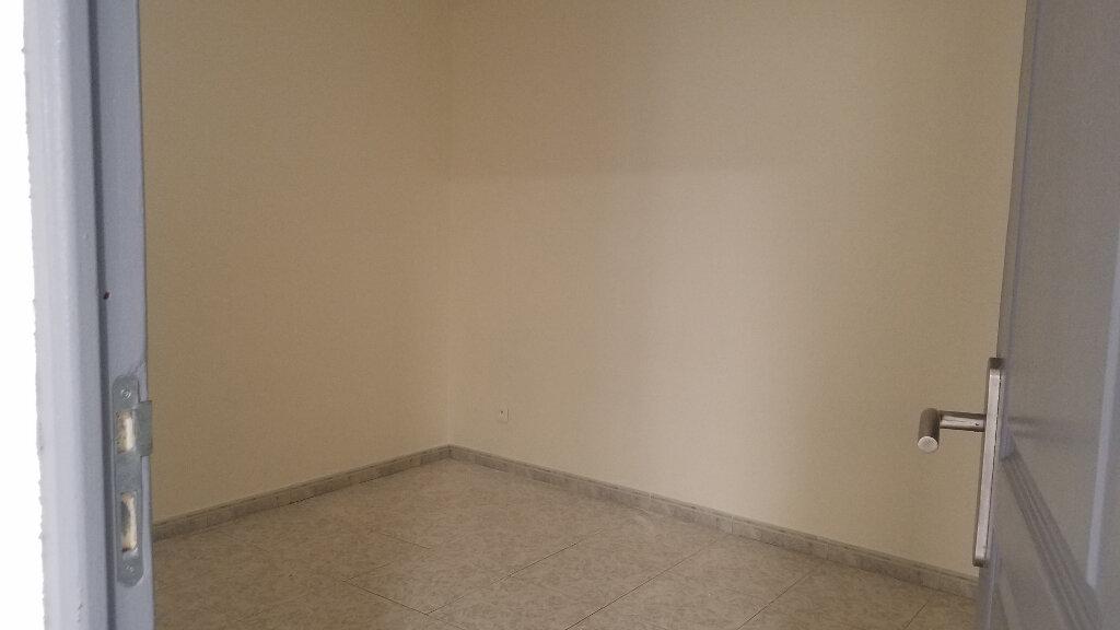 Appartement à louer 2 33.3m2 à Marignane vignette-4