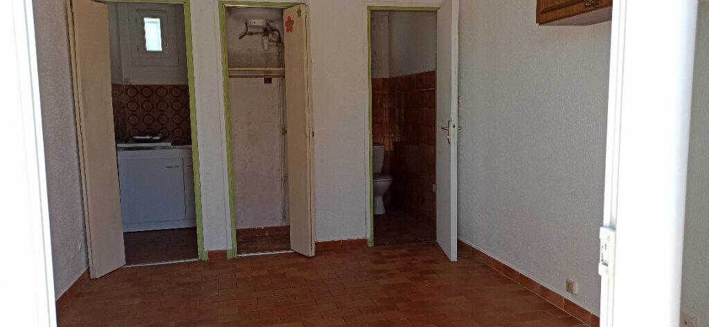 Appartement à louer 1 16m2 à Marignane vignette-2