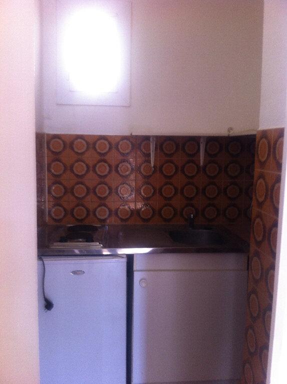 Appartement à louer 1 16m2 à Marignane vignette-3