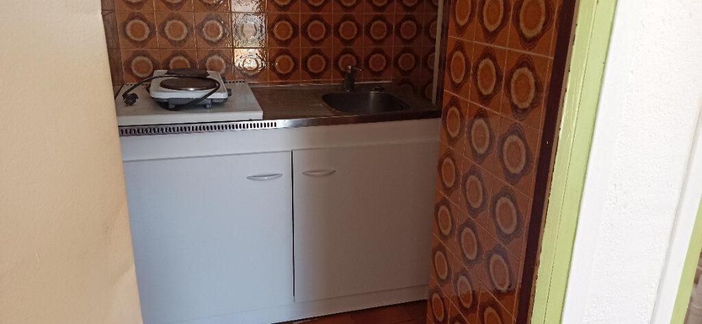 Appartement à louer 1 16m2 à Marignane vignette-6