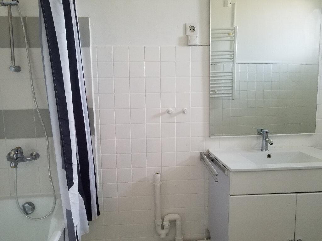 Appartement à louer 4 90.95m2 à Septèmes-les-Vallons vignette-4