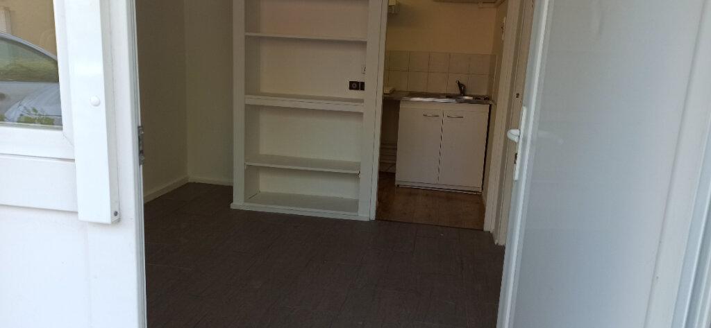 Appartement à louer 2 24.61m2 à Vitrolles vignette-2