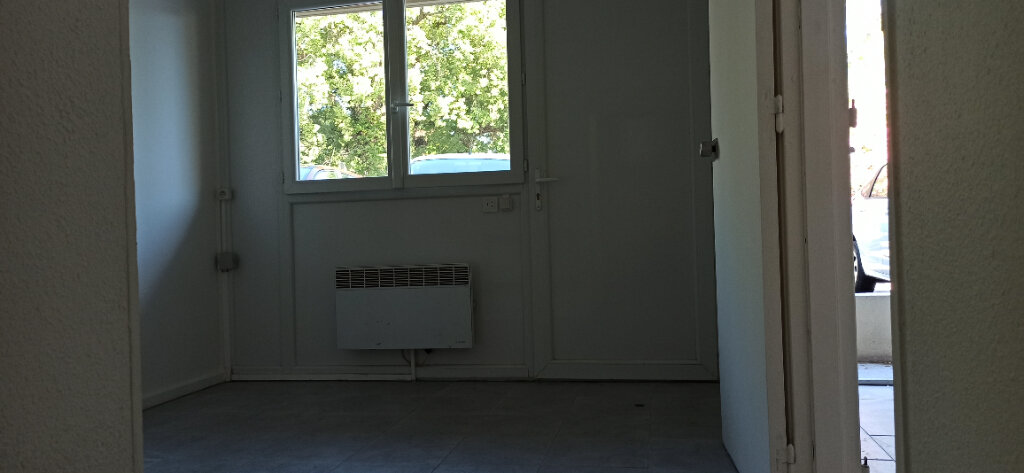 Appartement à louer 2 24.61m2 à Vitrolles vignette-4