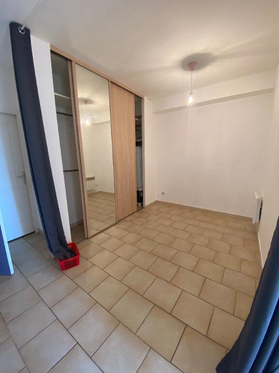 Appartement à louer 1 49m2 à Marignane vignette-4