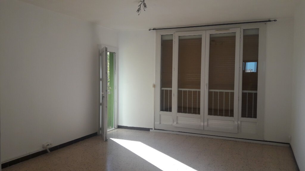Appartement à louer 3 60.94m2 à Marignane vignette-2