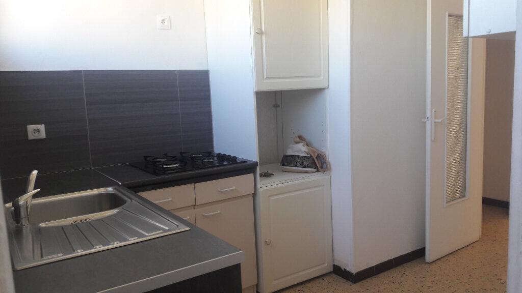 Appartement à louer 3 60.94m2 à Marignane vignette-3